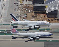 https://flic.kr/p/jdJcNo | B-747-400 & A380-800 | Size Comparison: China Airlines Boeing 747-400 and Air France Airbus A-380-800 at LAX.