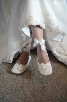 I would love to wear shoes like this to my wedding! So pretty, and yet my feet wouldn't be killing me!