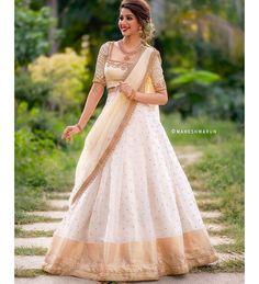 Beautiful Off White Lehenga 😍 . Outfit Courtesy Featuring Shot by . Half Saree Lehenga, Lehenga Saree Design, Lehnga Dress, Sari, Indian Bridal Fashion, Indian Wedding Outfits, Bridal Outfits, Indian Outfits, Wedding Lehenga Designs