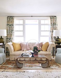 I love the big fluffy pillows.  http://www.housebeautiful.com/decorating/house-pictures/maine-interior-design-cottage-0411?src=nl=hbu=nl_hbn_dot_non_032712_maine-interior-design=ist#slide-4