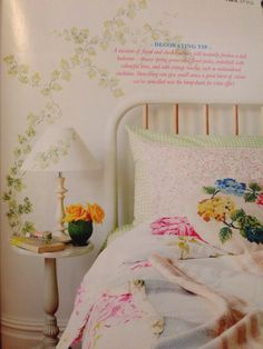 I ett väntrum fick jag tid att bläddra i en inredningstidning där jag än en gång hittade färger som skapar vår i hjärtat. Kan absolut tänka mig något sånt här i ett kommande sovrum. Blanket, Bed, My Style, Home, Blankets, Stream Bed, Ad Home, Homes, Carpet