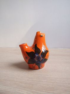 NOT MY IMG.  Deco Helsingborg Sweden ceramic bird - MINE IS BLUE otherwise identical - 1970s retro gross colors XD XD   Pájaro de cerámica// Pájaro cerámica sueca por tiendanordica, $24.00