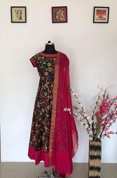 Best 12 Kalamkari works designs – Page 536702480591732527 Salwar Designs, Kurti Neck Designs, Dress Neck Designs, Kurti Designs Party Wear, Blouse Designs, Kalamkari Dresses, Ikkat Dresses, Kalamkari Kurti, Shalwar Kameez