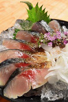 炙りしめ鯖 Japanese Food Sushi, Japanese Dishes, Eating Raw, Healthy Eating, Sashimi Sushi, Asian Recipes, Healthy Recipes, Food Icons, Food Staples
