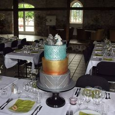 Wedding Cakes, Dragon, Table Decorations, Desserts, Furniture, Instagram, Food, Home Decor, Wedding Gown Cakes