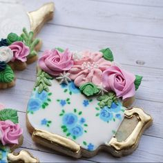 Mother's Day Cookies, Sugar Cookies, Teacup, Cookie Decorating, Safe Food, Cookie Cutters, Tea Party, How To Draw Hands, Baking