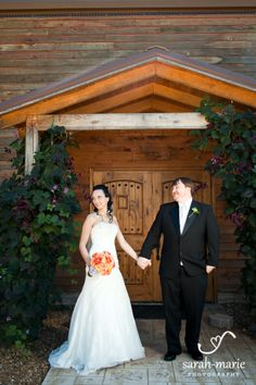Venue: Natchez Hills Vineyard in Hampshire, TN...Photographer: Sarah-Marie Photography...Floral: Darrell Sharp