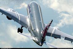 @qatarairways Boeing 787-8 Dreamliner N10187 shown off at Farnborough air show