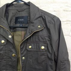 """J. CREW • Downtown Field Waxed Cotton Jacket J Crew downtown field jacket in """"mossy brown"""". I would describe it as an olive/brown combo. Worn ONCE and is in """"like new"""" condition. Could fit XXS or XS. I'm a regular size small and the sleeves are a little tight, which is why I'm selling it! Beautiful jacket. Water resistant waxed cotton jacket- this thing was built to last. J. Crew Jackets & Coats"""