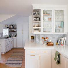 Radiant Kitchen design layout grid,Kitchen remodel layout ideas tips and Small kitchen cabinets on wheels tricks. Old Kitchen, Cheap Kitchen, Kitchen Decor, Kitchen Ideas, Rustic Kitchen, Kitchen Designs, Kitchen Wrap, 1960s Kitchen, Neutral Kitchen