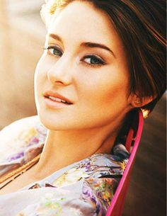 Talented and so much beautiful. one of my fave actors ever Shailene Woodley :) Hollywood Actresses, Actors & Actresses, Pretty People, Beautiful People, Beautiful Eyes, Actrices Sexy, Veronica Roth, Tfios, The Fault In Our Stars