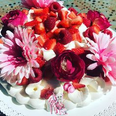#pavlova #meringue #meringuefrancaise #chantilly #chantillymascarpone #fraise #framboise #dessert #dessertmaison #patisserie #homemade #homemadefood #homemadecooking #instafood #marlyleroi #douceursucrees