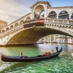 Du liebst es neue Städte zu erkunden, aber Deutschland ist dir zu langweilig? Dann fahr doch mal nach Venedig! Die …
