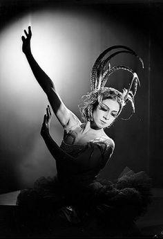 Valentina Blinova in L'Oiseau de feu (The Firebird), Ballets Russes, Sydney, 1936-1937. Photo by Max Dupain.