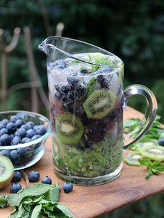 This kiwi blueberry mojito is very easy to turn into a mocktail, just leave out the rum and you will have a yummy kiwi blueberry mint mocktail for the kids or anyone that doesn't drink alcohol. Yield: For drinks Kiwi blueberry mojito or m… Cocktails For Parties, Summer Drinks, Fun Drinks, Alcoholic Drinks, Beverages, Summer Parties, Fruity Drinks, Easy Cocktails, Batch Cocktail Recipe