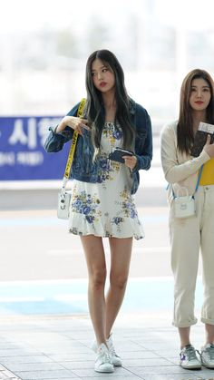 outfit korean IZ*ONE-Wonyoung 190628 Incheon Airport to Taiwan IZ * ONE-Wonyoung 190628 Incheon Flughafen nach Taiwan Fashion Idol, Kpop Fashion, Korean Fashion, Girl Fashion, Airport Fashion, Latest Fashion, Fashion Tips, Airport Outfit Cold To Hot, Girl Outfits