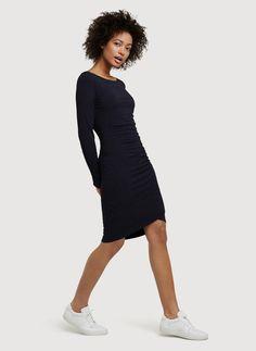 Black midi dress | Minimalist black casual dress | Minimalist outfit | Minimalist style | Capsule wardrobe | Simple style | Less is more