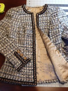 Find the Vogue 7975 quilted lining: at The RealReal, is the Ways to Get Discount Designer Clothes for Less. Chanel Outfit, Chanel Fashion, Chanel Jacket Trims, Chanel Style Jacket, Chanel Couture, Vogue, Estilo Coco Chanel, Mode Chanel, Boucle Jacket
