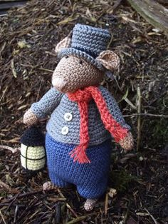 Dickens mouse number 5.  His name is SAMUEL  * Haakjuffie* 's blog : haakwerkjes