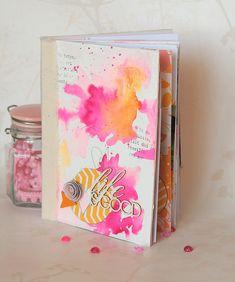 Bonjour, Voici mon projet pour Studio Tekturek. J'ai fait de jolies petites fleurs en papier sur la couverture. Je vous rappelle qu'un tutoriel est disponible ici ---> Comment faire des fleurs en papier Un mini album réalisé avec la collection Sweet Memories...
