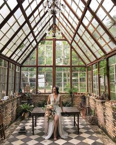 I would love a greenhouse / conservatory! Best Greenhouse, Backyard Greenhouse, Greenhouse Plans, Portable Greenhouse, Greenhouse Attached To House, Pallet Greenhouse, Greenhouse Wedding, Water From Air, Garden Cottage