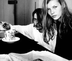 Kate Moss & Johnny Depp have some tea. I am SO jealous of Kate Moss.