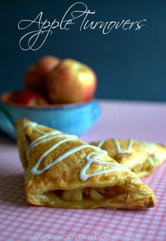 Fall is almost here and OH the delicious apples are ready to be used for fillings! This recipe is so easy and wonderful at the same time. Yummy Treats, Delicious Desserts, Sweet Treats, Dessert Recipes, Awesome Desserts, Homemade Desserts, Homemade Food, Pillsbury Puff Pastry, Apple Recipes