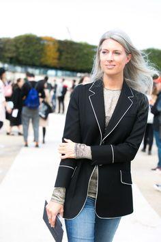 Street Style: looks unissex e splashes de cor entre os desfiles da PFW - Vogue | News