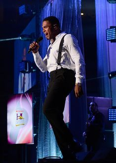 Maxwell Photos - Singer/songwriter Maxwell performs during the 2016 Neighborhood Awards hosted by Steve Harvey at the Mandalay Bay Events Center on July 2016 in Las Vegas, Nevada. - 2016 State Farm Neighborhood Awards Hosted by Steve Harvey Maxwell Singer, Maxwell Photos, Soul Artists, Music Awards, Brown Sugar, Concert, Sweet, Concerts, Canes Sauce