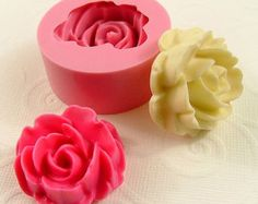 Rose in full bloom mold...21-22mm in diameter.    For reference….25mm is one…