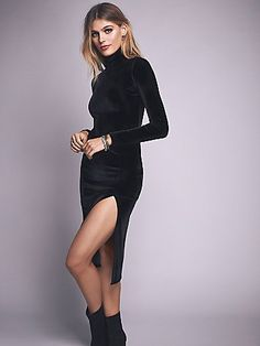 Vestido preto de gola alta no site de compras do blog e revista de moda Simplesmoda.com