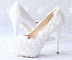 DIY Lace Projects - Here Are 15+ Creative and Stunning Ideas for Home Lace Bridal Shoes, Best Bridal Shoes, Unique Wedding Shoes, Wedding Shoes Bride, Wedding Shoes Heels, Bridal Footwear, Platform Stilettos, High Heels Stilettos, Black Heels Low