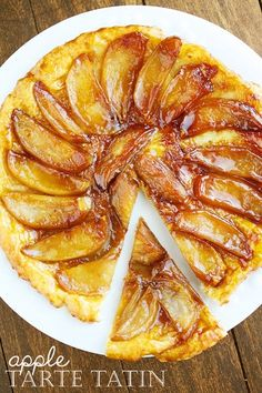 Apple Tarte Tatin Recipe Made this for tea this evening - a hit with everyone and easy to make! Apple Recipes, Sweet Recipes, Pie Dessert, Dessert Recipes, Crepes, Delicious Desserts, Yummy Food, Cooked Apples, Kitchen