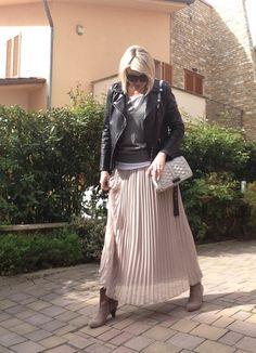 Maxi skirt e biker jacket
