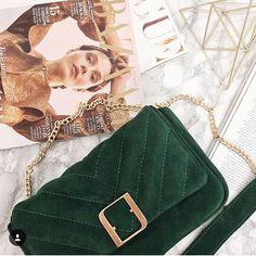"""3674c8e62dc31 Fabiola on Instagram: """"Model torebki to Firuze m pik 💚 zamsz butelkowa  zieleń 💚 okucia oczywiście złote 💚💚💚 czy dziś był poniedziałek?"""