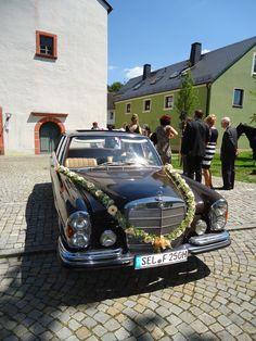 Girlande - sommerlich in Gelb #oldtimer#hochzeitsauto#wedding #hochzeitmercedesbenz#mercedesbenzclassic#fischer-classic#brautauto