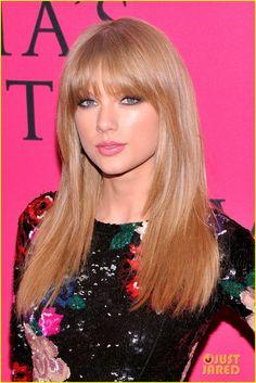 Taylor Swift - Victoria's Secret Fashion Show 2013 Pink Carpet | taylor swift victorias secret fashion show 2013 pink carpet 02 - Photo