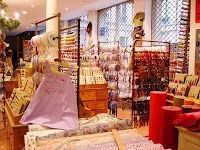 Entree des fournisseurs, Paris, paradise for button, ribbon, pattern, fabric, yarn