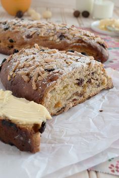 – Click here for this recipe in Dutch -> Paasstol – This is by far the most delicious bread I've ever eaten. A 'stollen' is a traditional Dutch raisin bread with an almond paste center and it's served at Christmas and Easter. The only difference is that you put almonds on top of the bread …