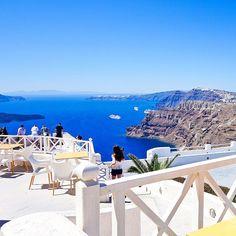 Instagram: @quennandher // Akrotíri, Santorini, Greece.