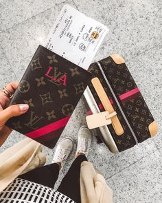 "22.7 mil curtidas, 228 comentários - Luisa Accorsi (@luisa) no Instagram: ""ready to go#luliwanderlust está de volta! pronta para mais uma trip, dessa vez para Suiça com a…"" Louis Vuitton Passport Cover, Airplane Outfits, Pajama Party, Travel Aesthetic, Travel Backpack, Travel Essentials, Travel Pictures, Travel Style, Louis Vuitton Monogram"