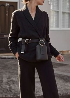 Sara Donaldson share the Outfit Add a belt bag to your look in Trendtation. Womens Fashion Online, Latest Fashion For Women, Fashion Bags, Fashion Accessories, Fashion Outfits, Waist Purse, Minimalist Fashion Women, Minimalist Style, Merian