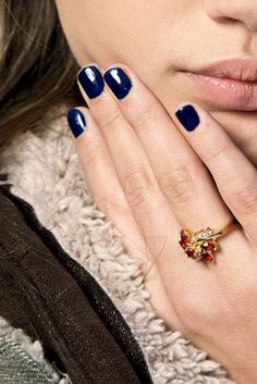 Navy nails for winter.