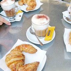 Ein Kaffee am Morgen vertreibt Kummer und Sorgen!  Letztes Frühstück in #Barcelona mit @bcnstories (schaut mal bei ihn vorbei wenn ihr viele tolle Fotos aus Barcelona sehen möchtet!) und @adislittlecity! #cappucinolover #gracia #littlecityinspain