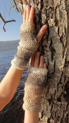 Comfy mittens in Coffee Ripple by laurimuks on Etsy, $19.55