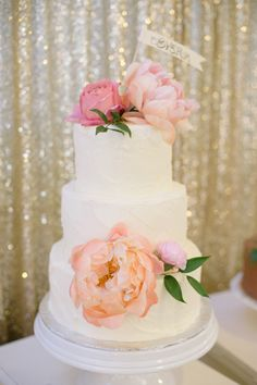 cake with fresh peonies & backdrop