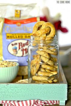 Oat and Apple Pretzel Dog Treats! These healthy and easy treats for your dog are made with only 4 ingredients! Make your pup happy! Dog Cookie Recipes, Homemade Dog Cookies, Dog Biscuit Recipes, Homemade Dog Food, Dog Treat Recipes, Dog Food Recipes, Puppy Treats, Diy Dog Treats, Gourmet Dog Treats