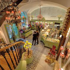 Bécs, Gerstner K.K Hofzuckerbacker: értékelések az étteremről - Tripadvisor Cafe Restaurant, Places To Travel, Places To Go, Hotel Bristol, City Restaurants, Shopping Street, Future Travel, Antique Stores, Vienna