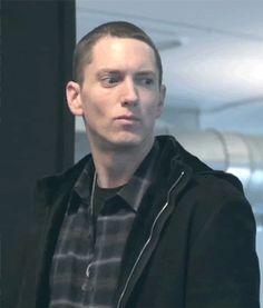 That shirt tho ❤ The Marshall Mathers Lp, Marshall Eminem, Eminem Music, Eminem Rap, Eminem Funny, Eminem Memes, Eminem Wallpapers, The Eminem Show, Best Rapper Ever