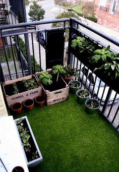 Decorar el balcón con césped   decoração de varanda   balcony decoration